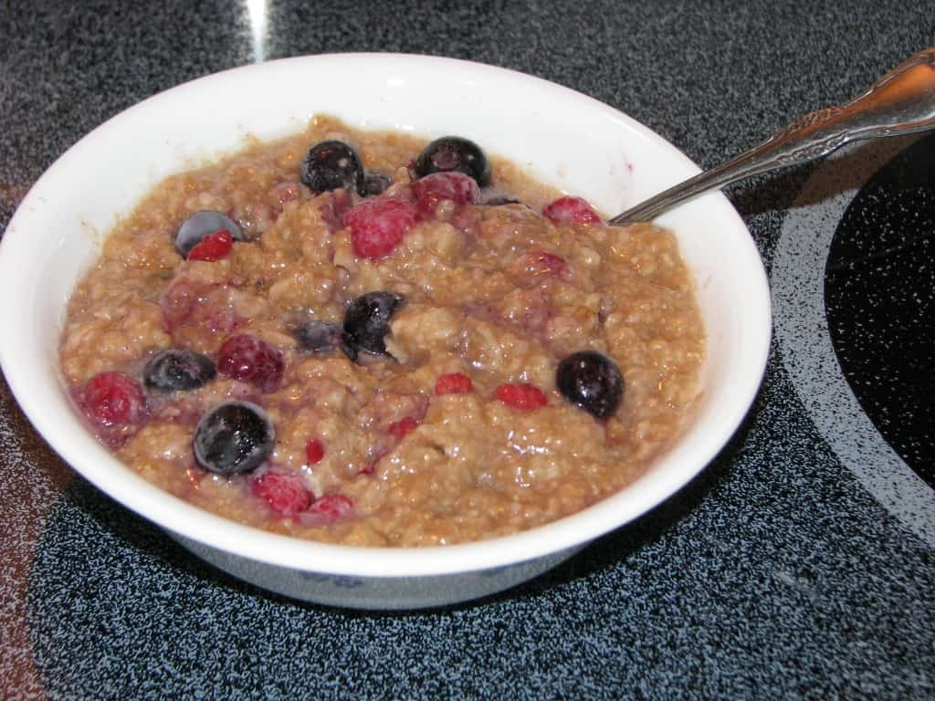 Old Fashioned Oatmeal & Berries {Trim Healthy Mama}